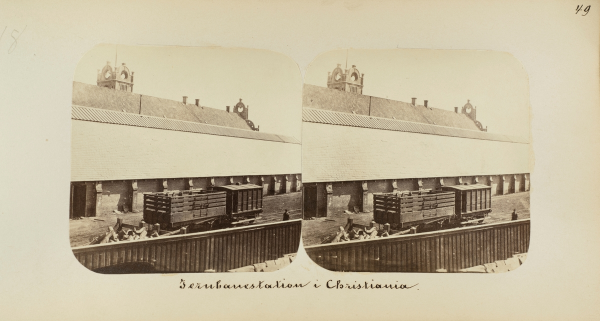 Norsk Hovedjernbanes godsvogn og bremsevogn F nr. 4 på Christiania stasjon (senere Oslo Ø)