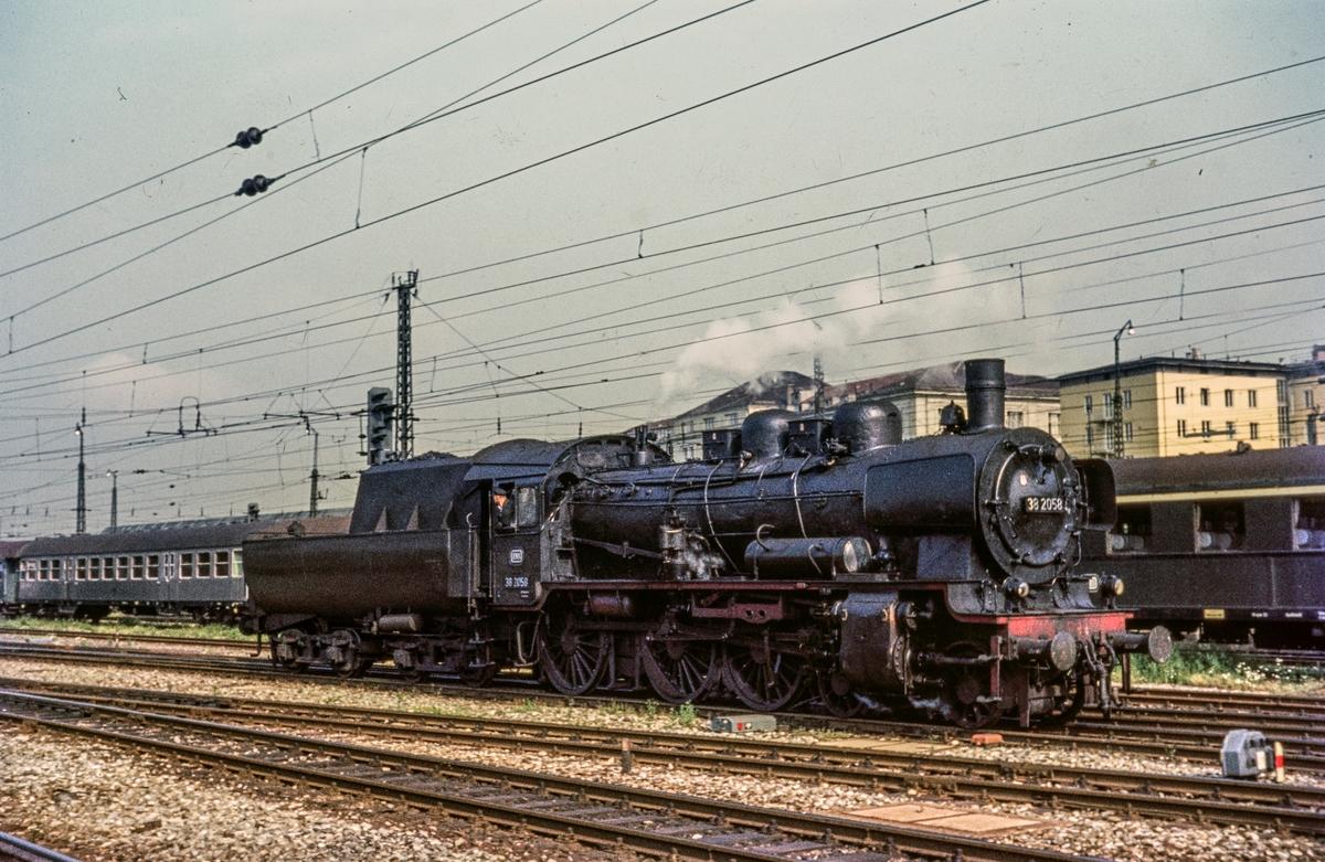 Deutsche Bundesbahn's damplokomotiv type 38 nr. 2058 i München