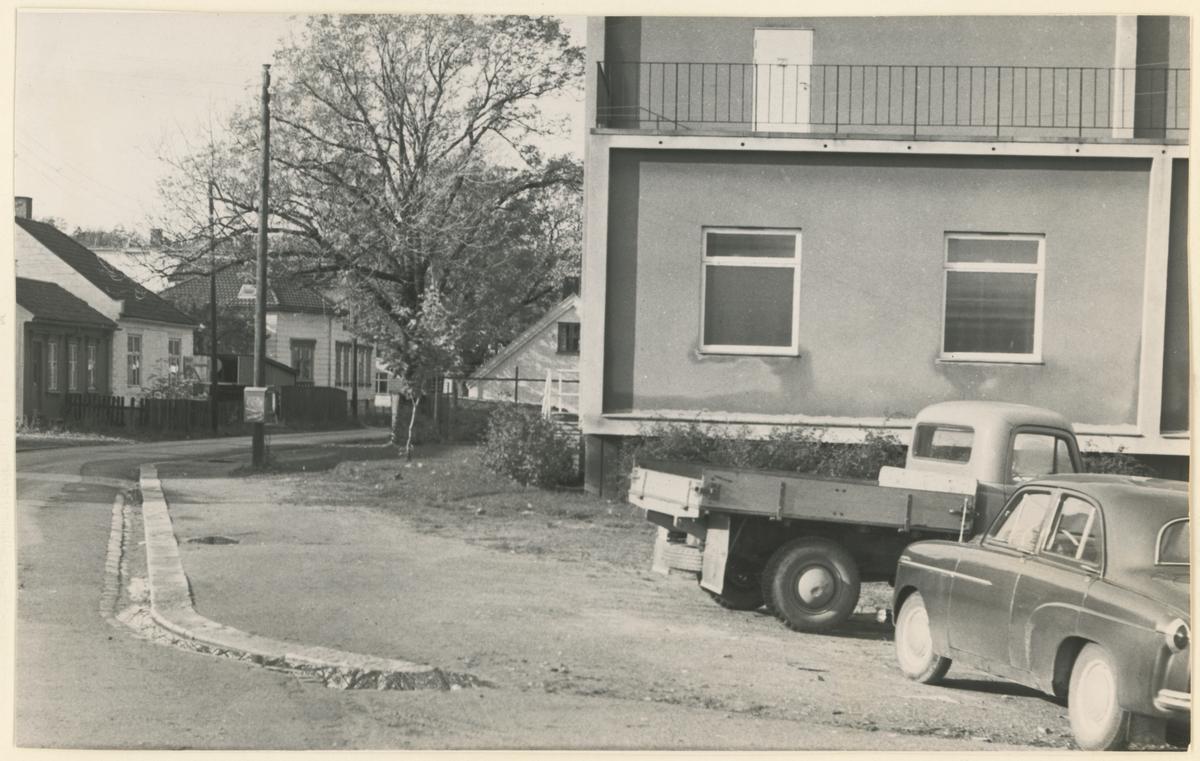 Værfts gt. Midt på bildet: Grina. Helt til venstre: I dette huset holdt gymnassamfunnet møter.
