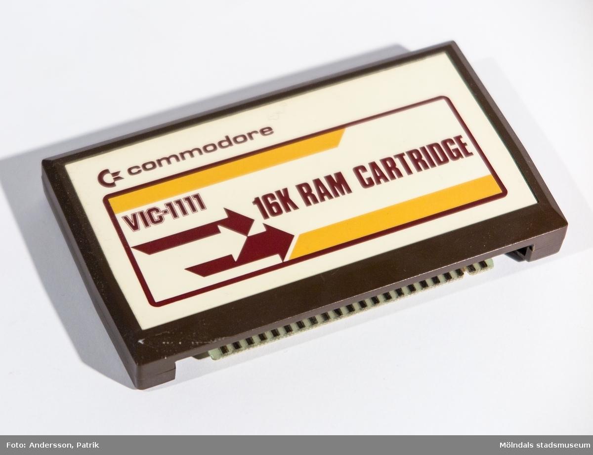 Kassett med externt RAM-minne på 16K för Commodore Vic 20 och Commodore 64. Kassetten anslöts via en port på baksidan av datorn. Det extra minnet gav bland annat tillgång till bättre grafik för dataspel.