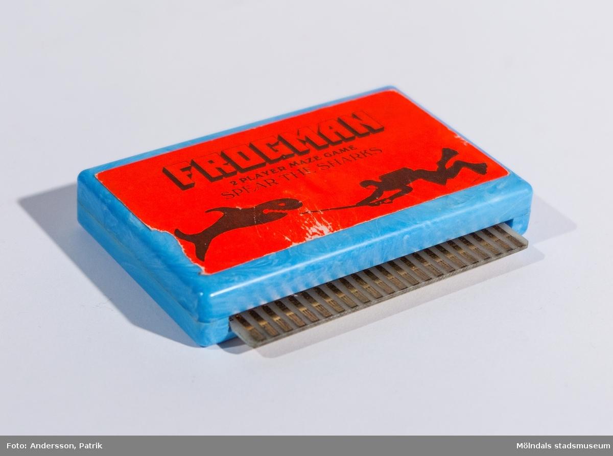 Kassetter (Cartridges) till Commodore VIC-20 med dataspel. Spelen går även att använda till Commodore 64.  Frogman är ett labyrintspel för två spelare.  VIC-20 var Commodores första riktiga hemdator. VIC-20 började säljas i Sverige 1981.