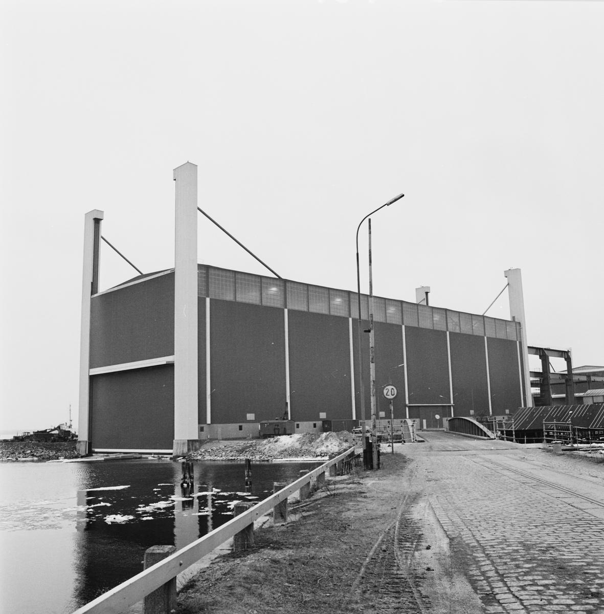 Övrigt: Foto datum:24/10 1972 Byggnader och kranar Exteriör av nya plåt och montagehallen. Närmast identisk bild: V50462, V50463, V50464, V50465, V50466 och V50467, ej skannade