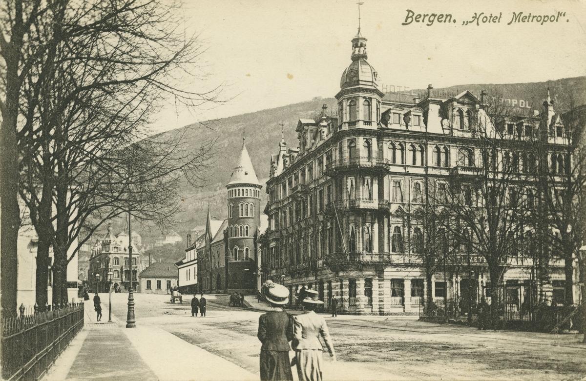 Fra Byparken. Hotel Metropol. Utgiver: O. Svanøe, 1911.