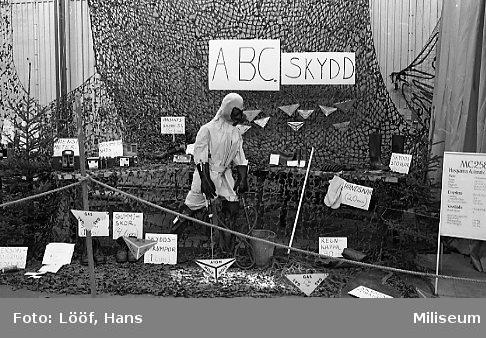 Regementets Dag. Materielutställning i rikthallen. ABC-skydd.