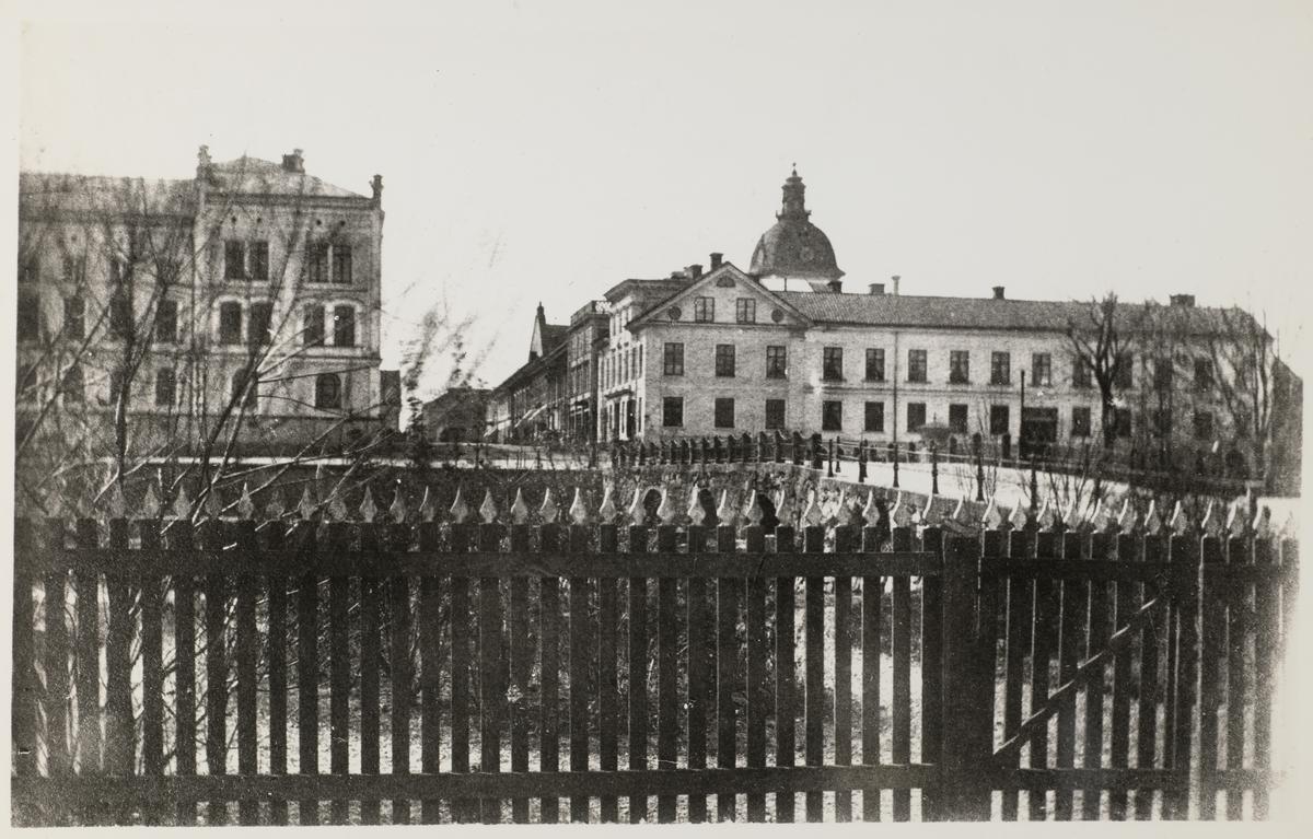 Storbron, Stora hotellet, som vid fotograferingstillfället hette Örebro Hotell, Fenixhuset samt Nikolaikyrkan före renovering.