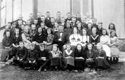 Klemsdal skole i 1922, Østaskog, i Varteig med læreren Olav