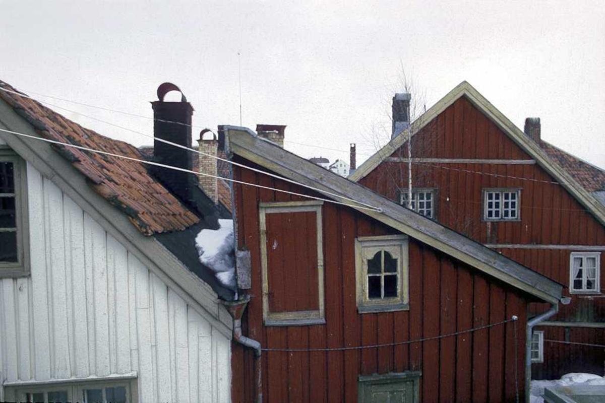 Fagforeningen / Kløcker  hus på Tyholmen. Bakgårdsmiljø. Før restaurering.