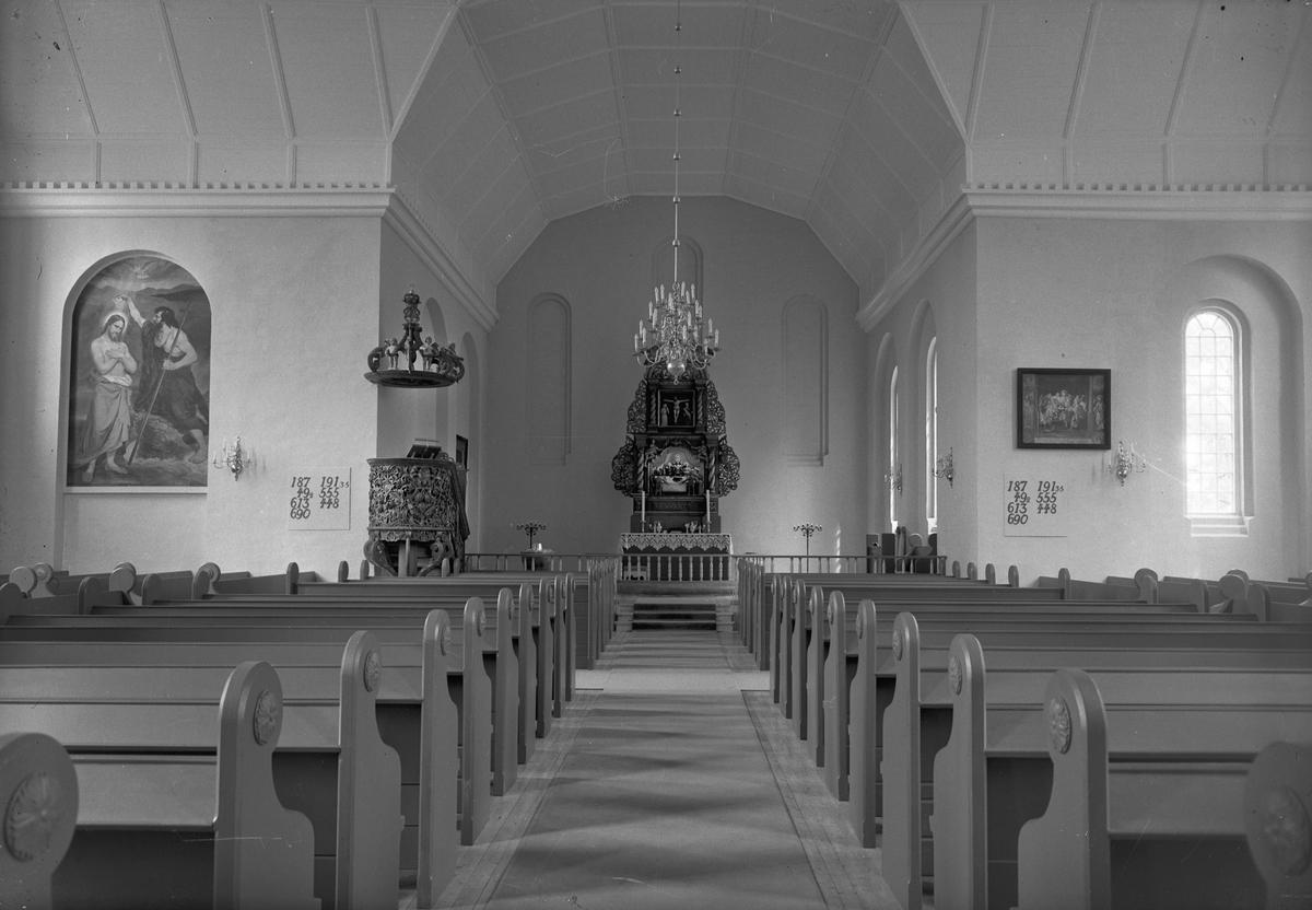 Interiør fra kirke.