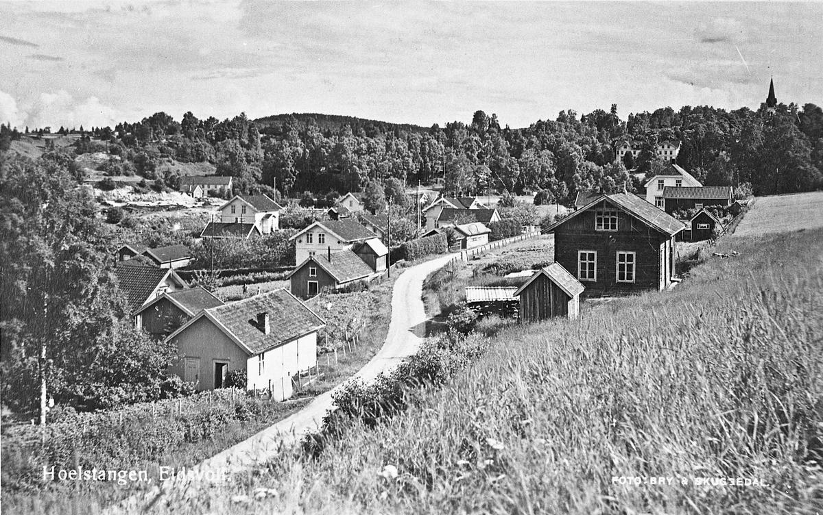 Holstangen i Eidsvoll ca. 1932. Kirkeberg i bakgrunnen til venstre. Til høyre Eidsvoll kirke og Badebakken.