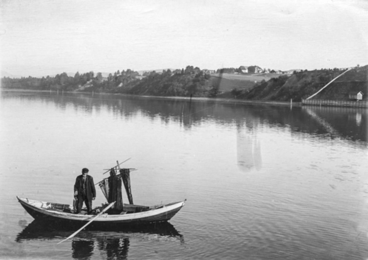 Garnfiske fra båt på Vorma.