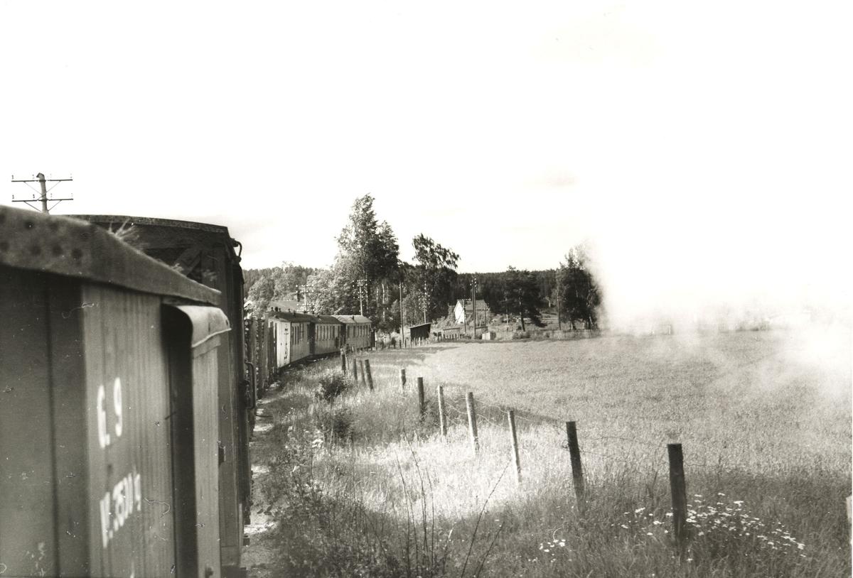 Tog til Sørumsand ved Fossum holdeplass. Utsikt fra fyrbøterplassen.
