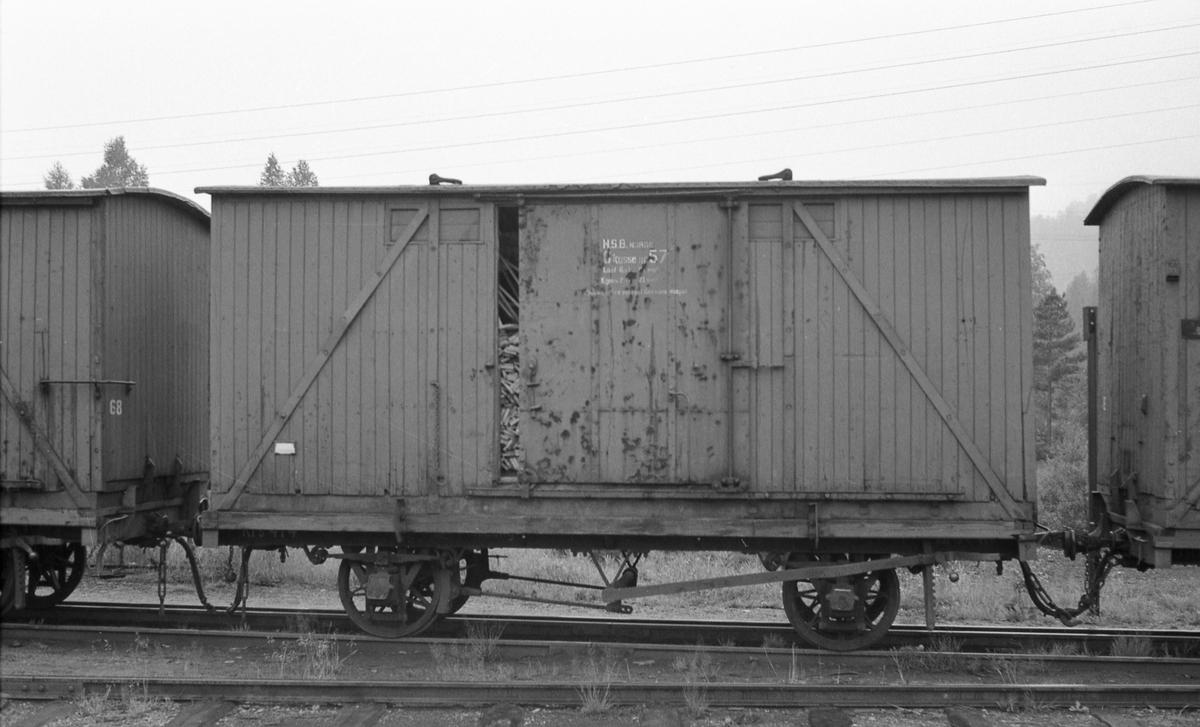 Setesdalsbanes løftekasse G 57 på godsvogn litra T.
