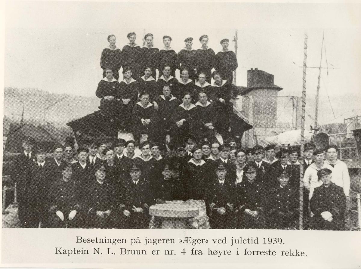 Motiv: Jageren ÆGERs besetning ved juletider 1939