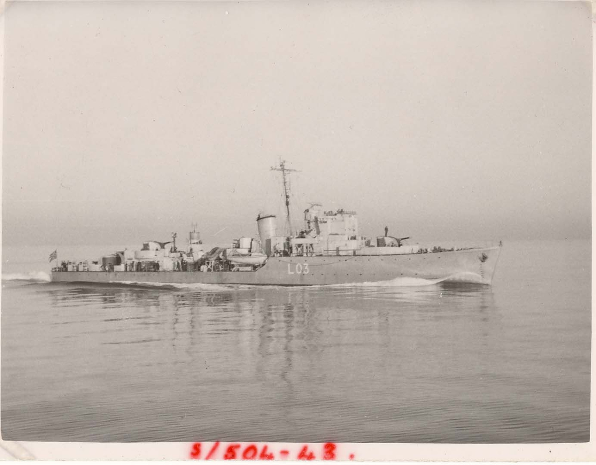 "Motiv: Jageren KNM ""Arendal"" (L03).Styrbord bredside"