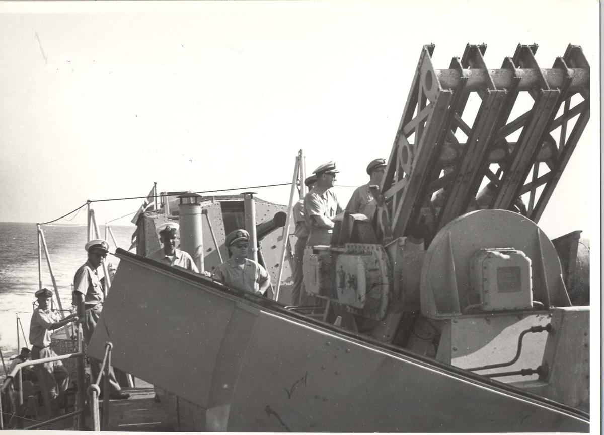 Enkeltbilde. C-kl jager, KNM Bergens tokt til Key West i 1962. Det skal skytes Terne-rakketter.