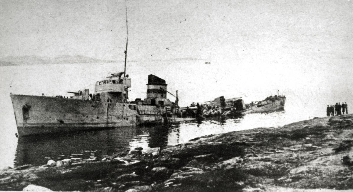 Vraket av Æger, bombet av tyske fly 9. april.