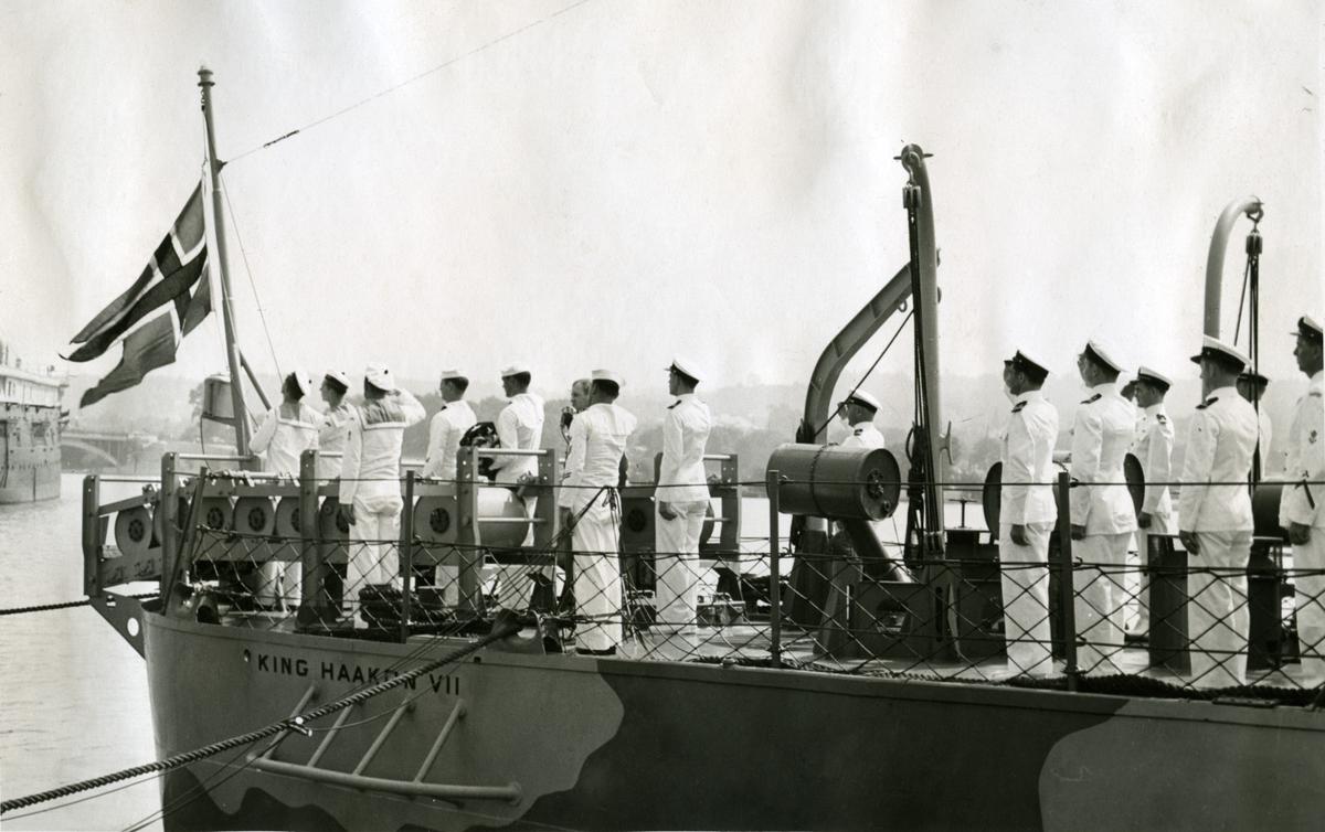 Album Ubåtjager King Haakon VII 1942-1946 Overtagelsen finder sted under giv akt. 16.09.1942.