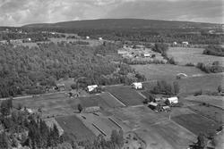 Flyfoto, Løvberg til venstre, Høgsveen øvre til høyre. Furne
