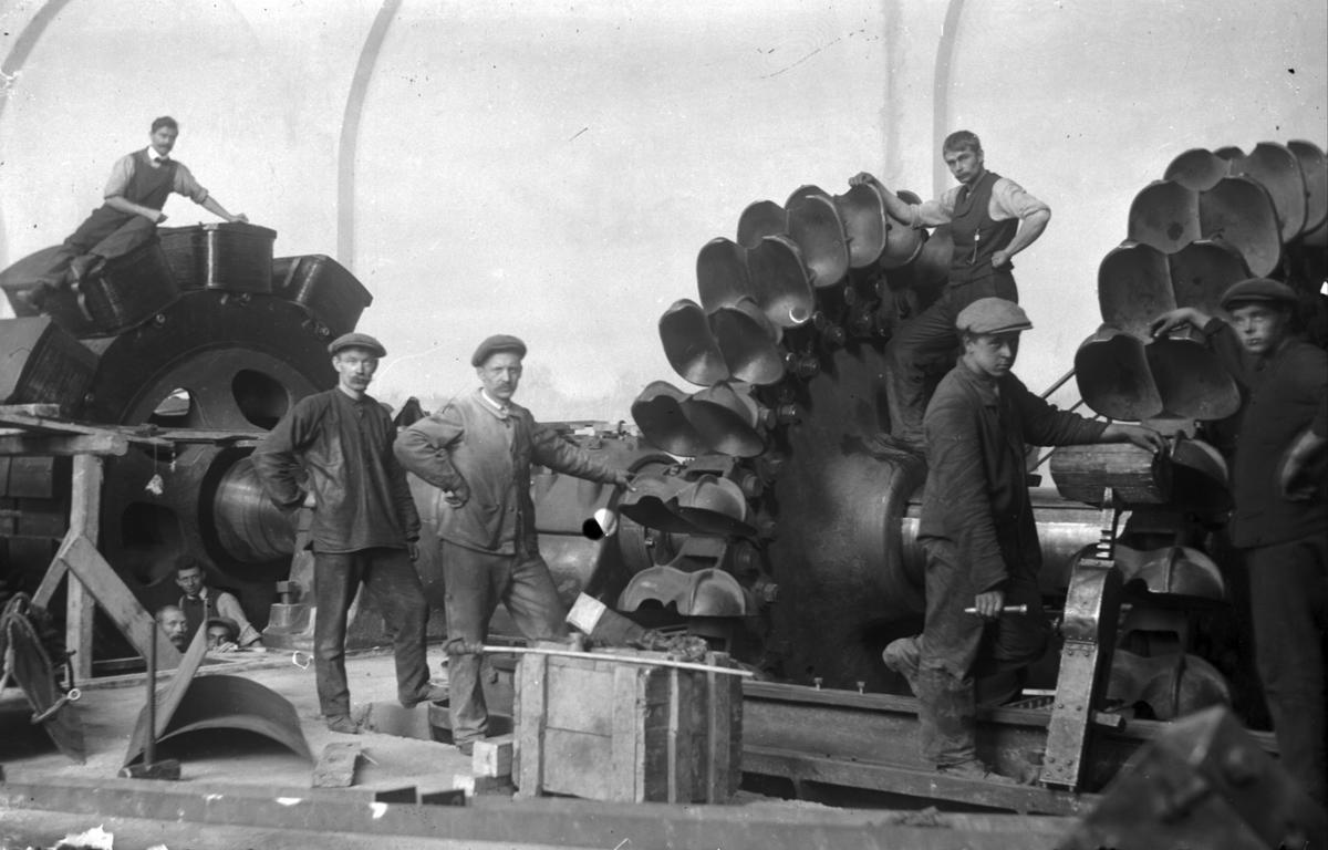 Montering av turbinar, 9 arbeidarar, Tysso I, kraftstasjon