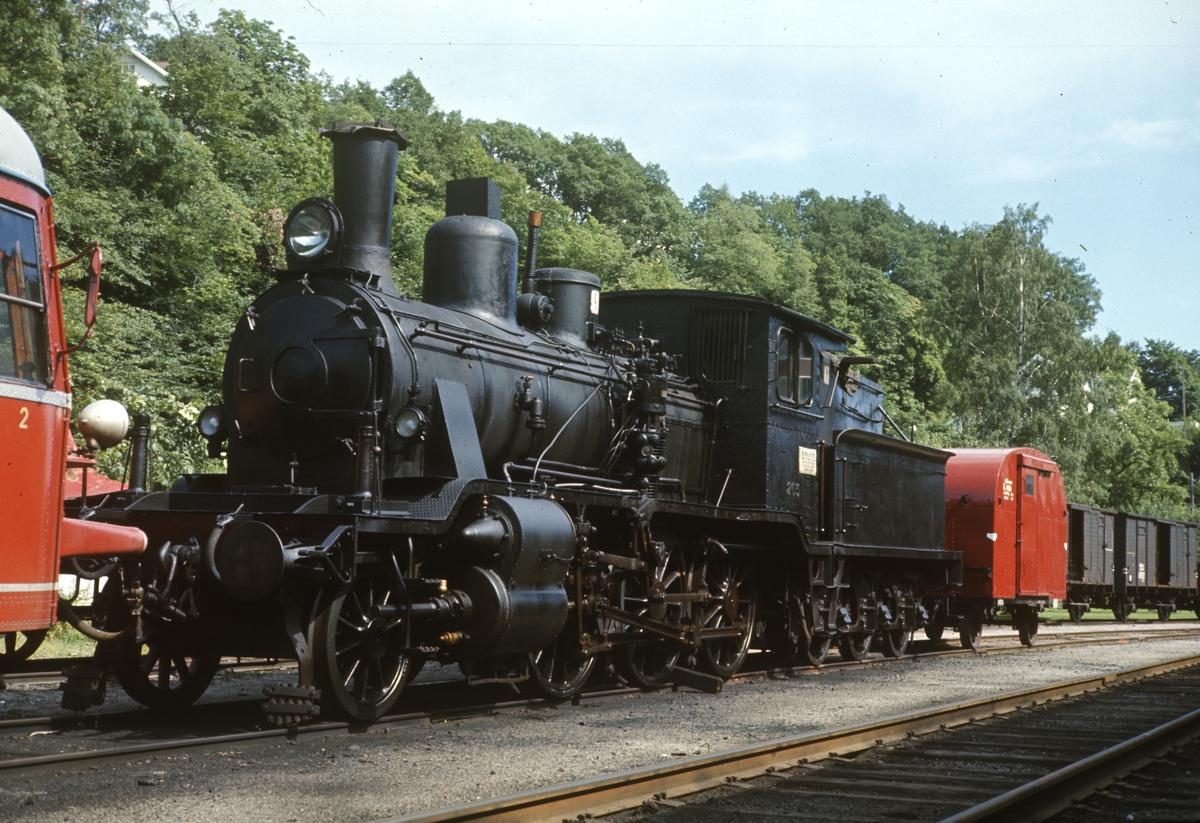 Damplok type 21a nr 203 hensatt i Arendal året etter Treungenbanens nedleggelse.
