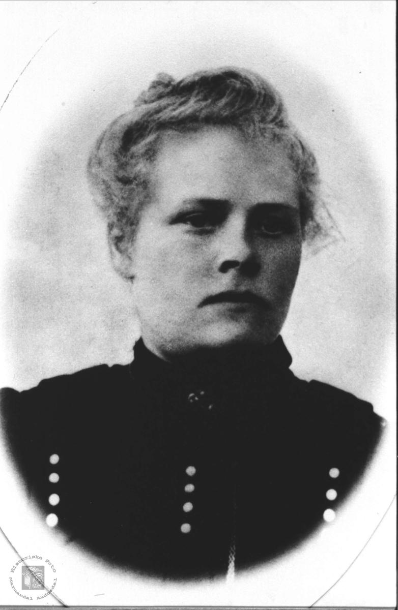 Portrett. Ingeborg J. Kleveland.