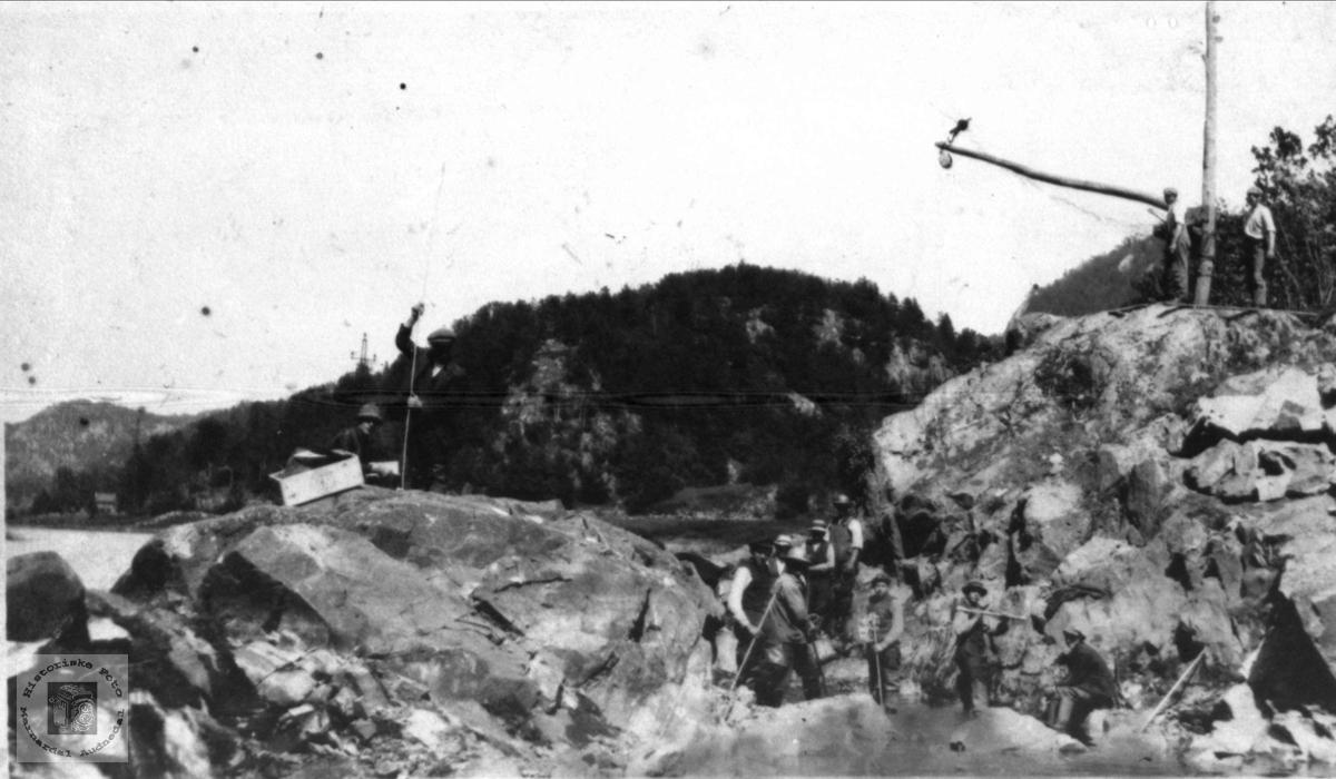 Senking av Gaupefossen i Audna, Audnedal.