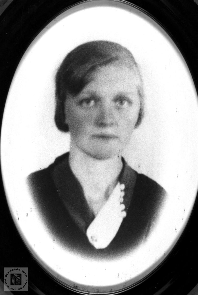 Portrett av Liv Fossestøl, Øyslebø.