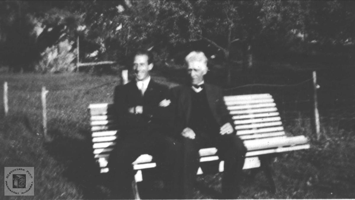 Portrett av Ola Thorson og sønn Reidar Øyslebø.