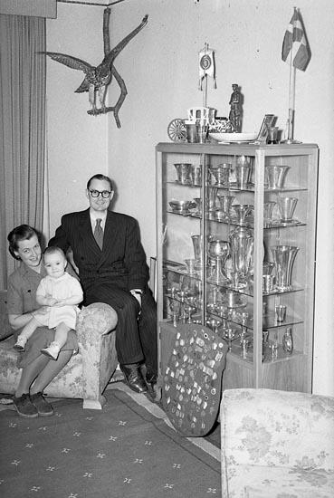"""Enligt notering: """"Bohusläningens Guldmedalj Tandl. Södergren 14/3 1948""""."""