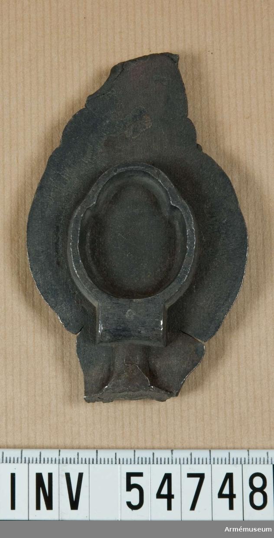 Grupp E VIII.  Nummer 2 i tillverkningsordningen. Gevärsdel till 1867 års gevär m/1867, en av c:a 400 delar.