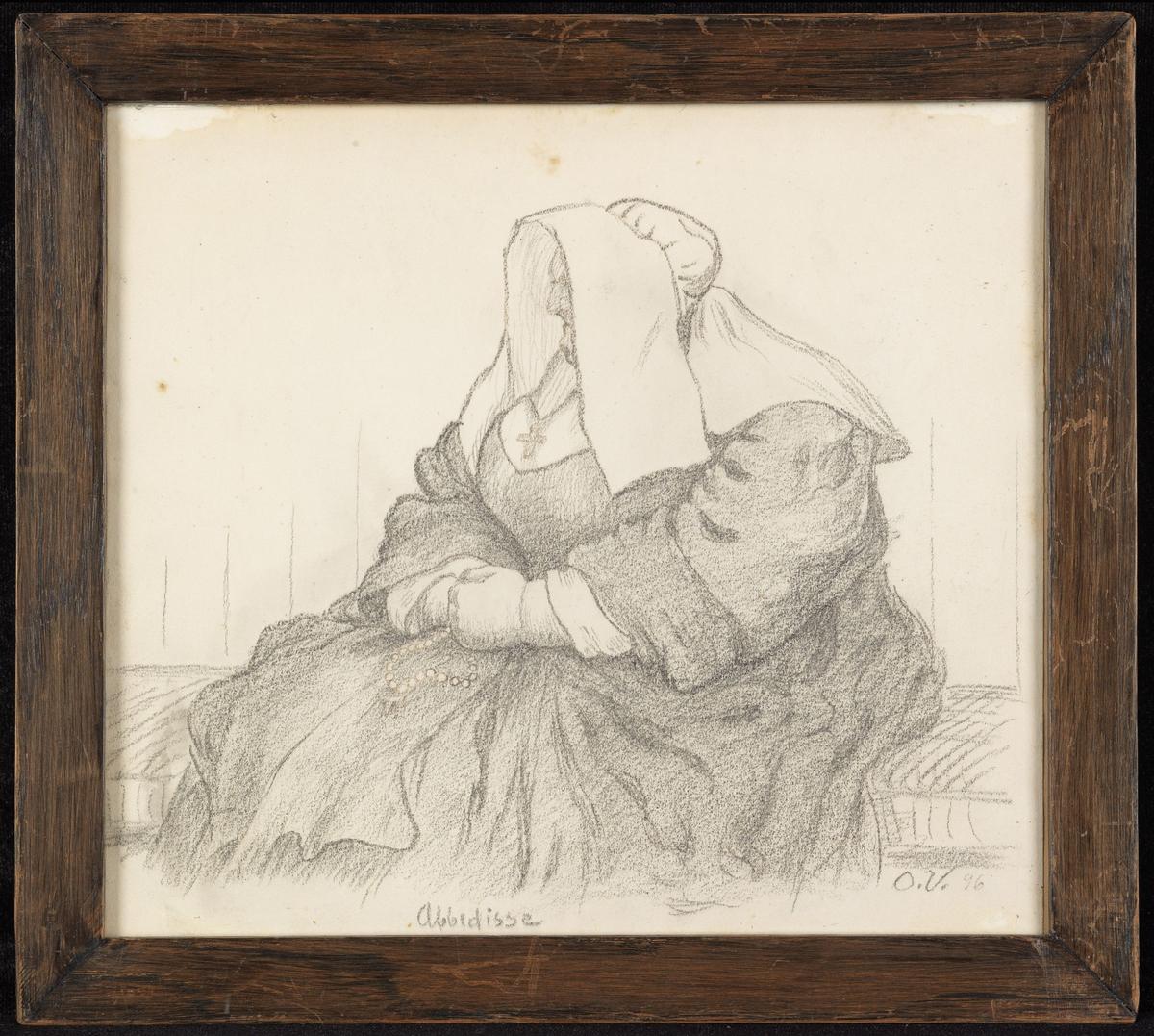 Kvinne, tykk, sittende, knestk., nonnedrakt, hendene i fanget, kors, rosenkrans.