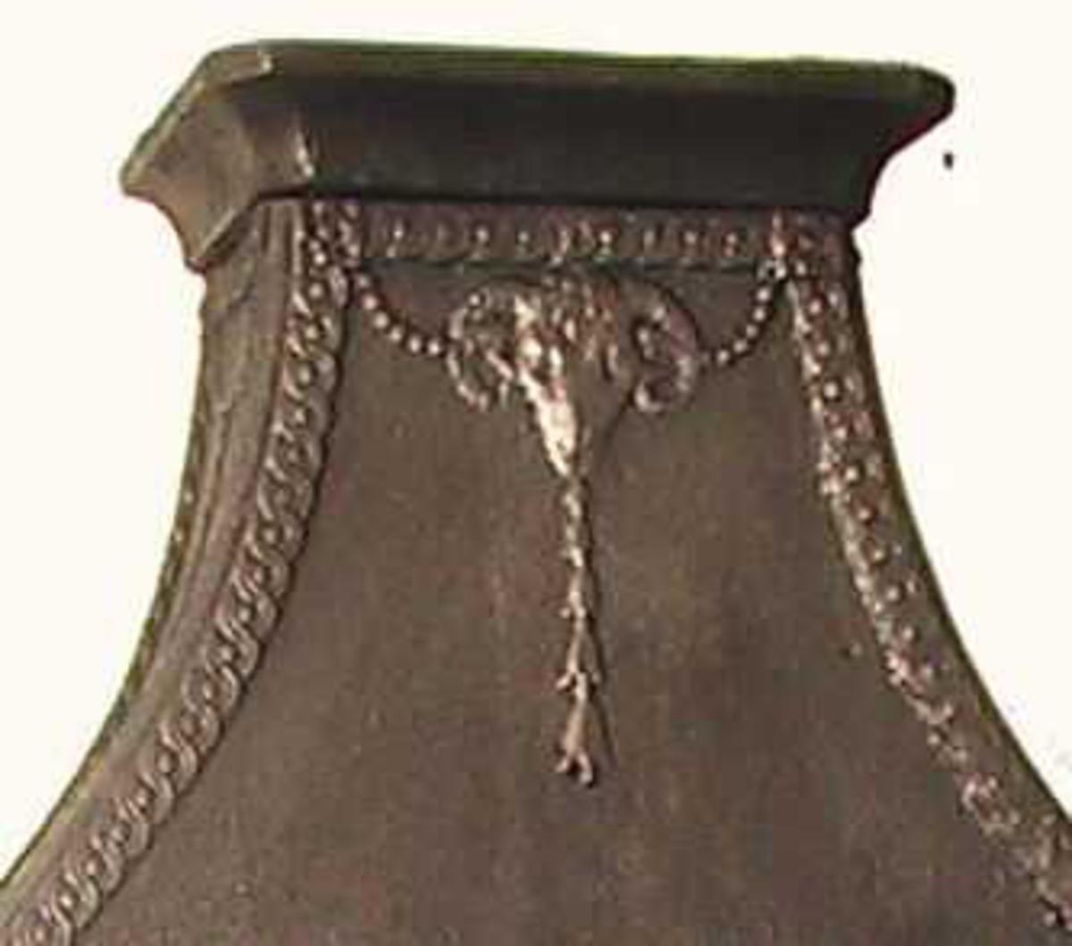 Vase, bukkehoder, perlefelt, perleguirlandre