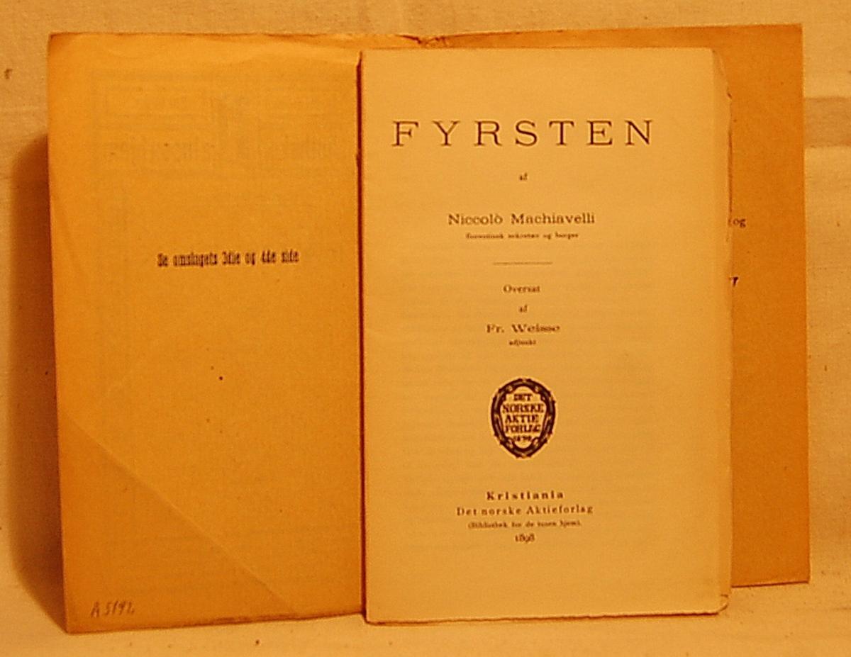 På bokens forside en bord rundt tittelen