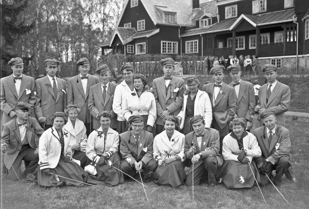 Gruppe elever/russ  ved ELG - Eidsvoll Landsgymnas.