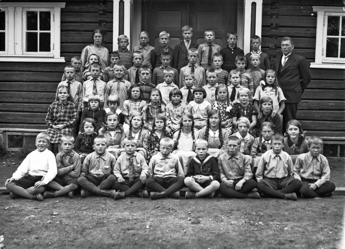 Erikstellet skole i Hurdal med lærerne Knut Brunborg og Ingebjørg Skoe