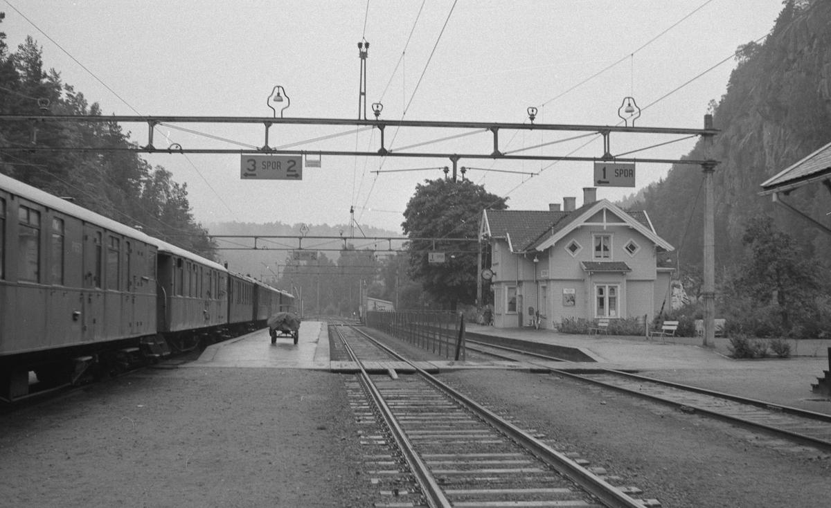 Grovane stasjon. Tog til Setesdalsbanen i spor 3.