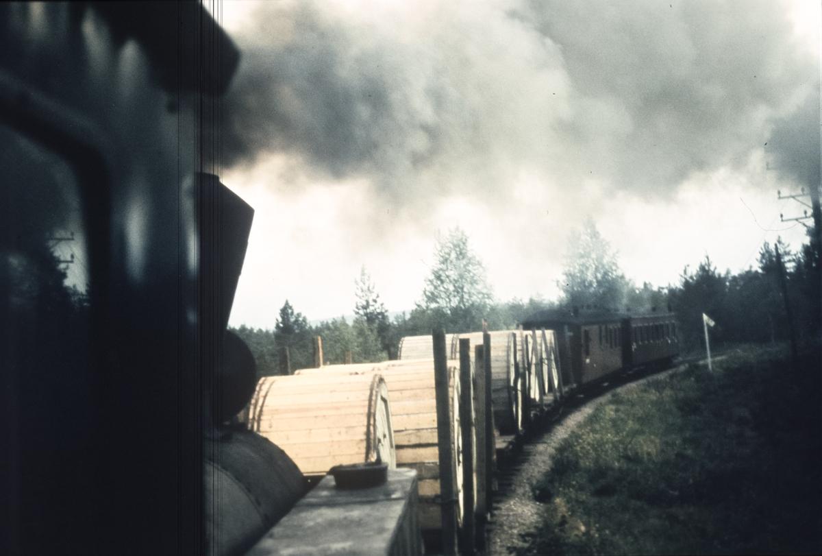 Utsikt fra lokomotivførerplassen på tog 2075 til Bjørkelangen.