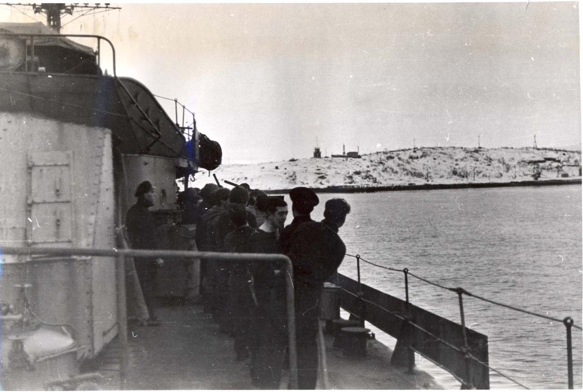 Enkeltbilde. Jageren Stord i konvoy til Murmansk. Bilde er tatt da Stord nærmer seg Murmansk.