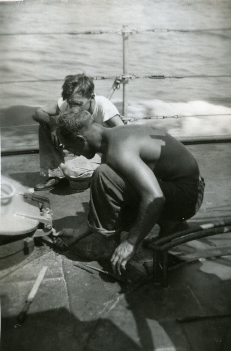 Album Ubåtjager King Haakon VII 1942-1946 Forskjellige bilder. UDM. Stensry U.kvm. fra 23.03.1945.