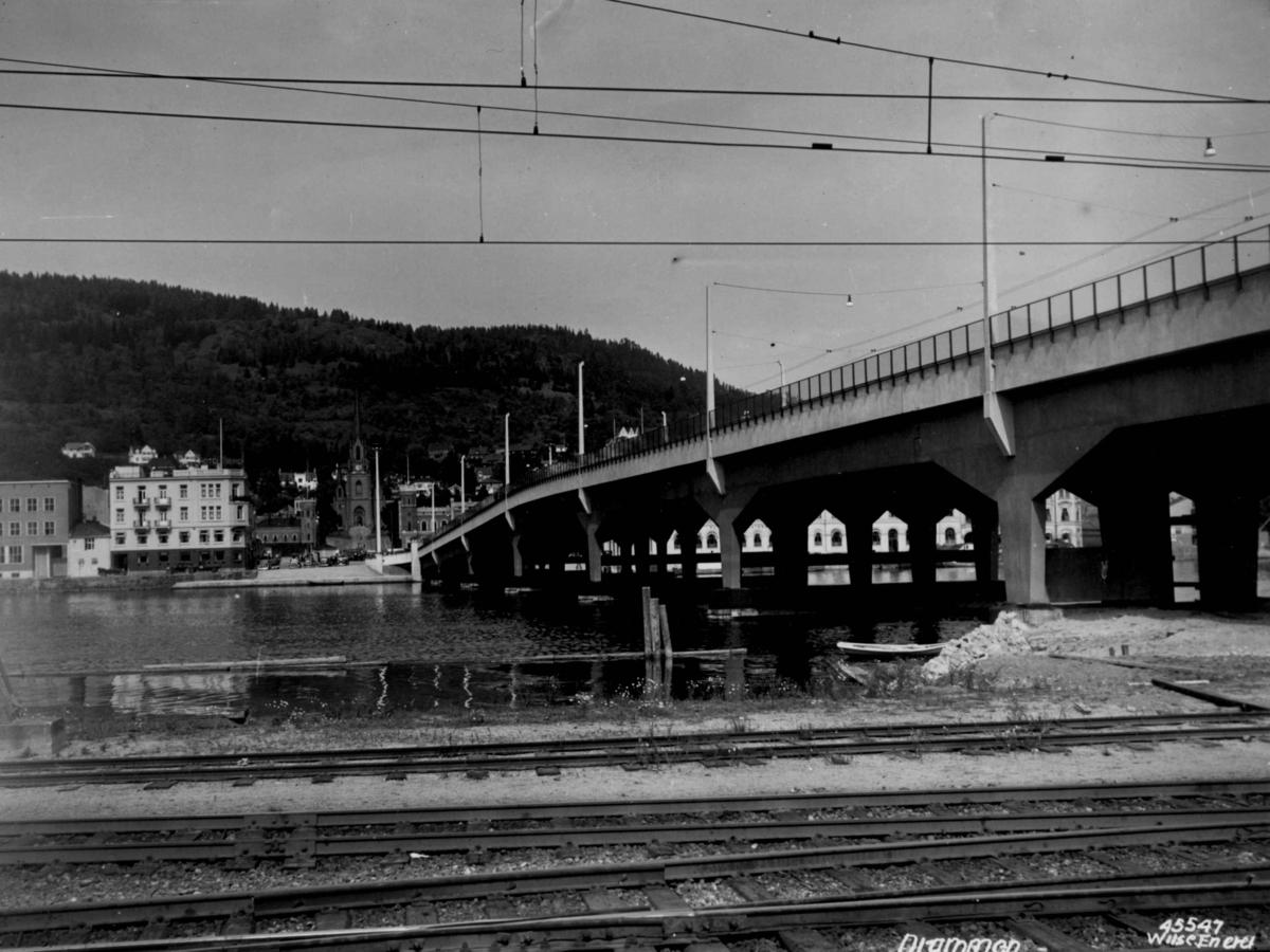 Samferdsel, bro, jernbane.